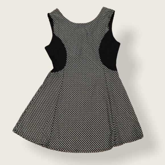 Charlotte Russe (XL)Black & white stretchy dress!!